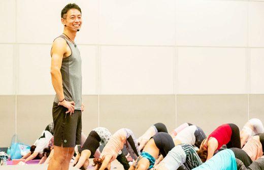 2018年のヨガフェスタでの浅野佑介先生の笑顔